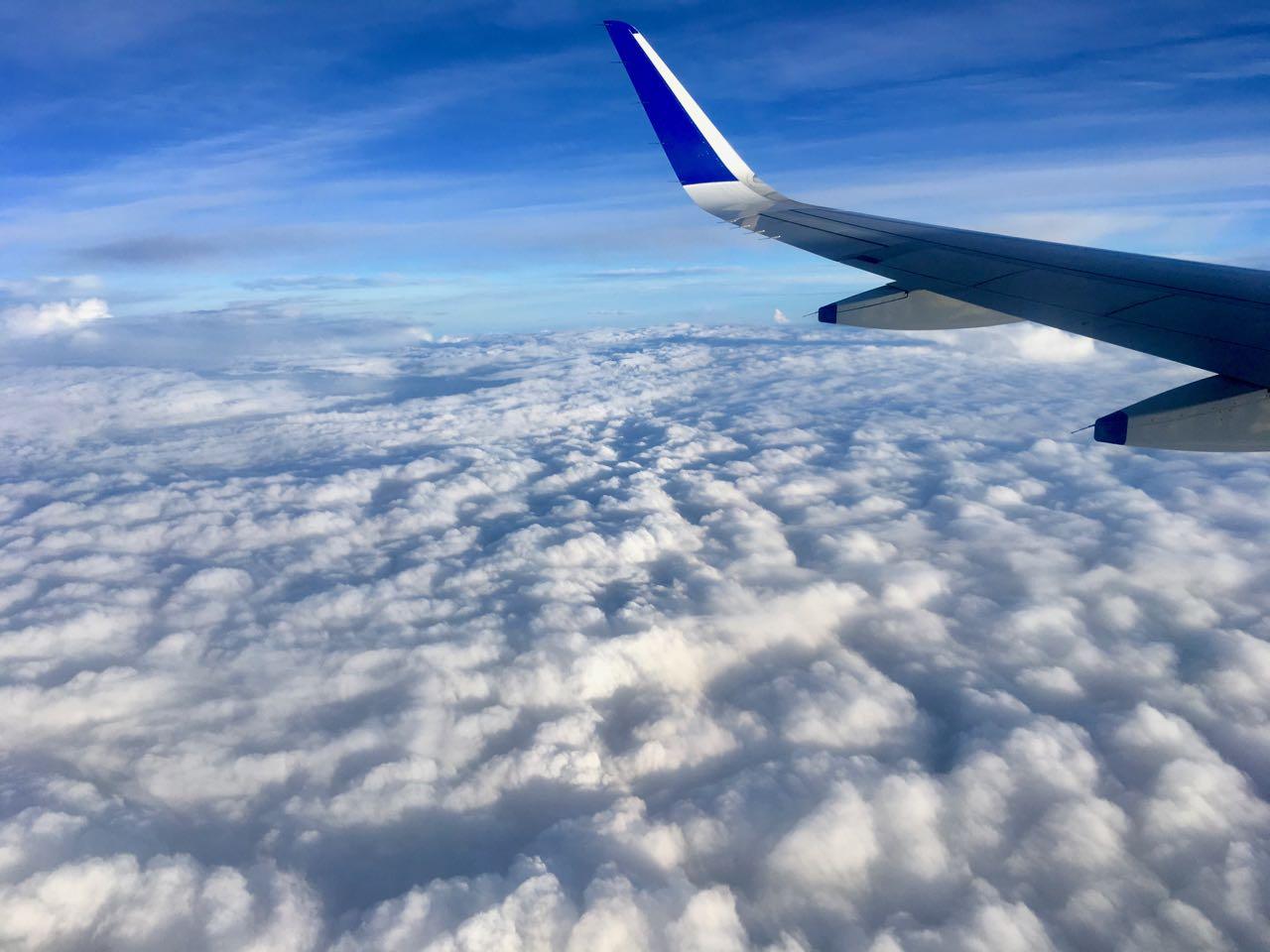 aeroplane-travelling-